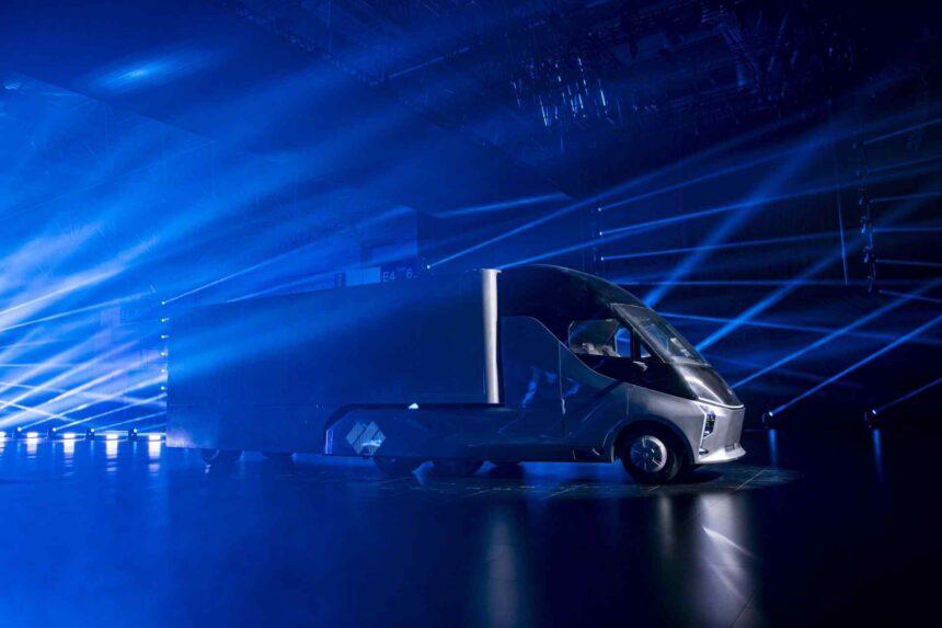 """Mit einem futuristischen Look läutet Baidu das Zeitalter der """"Robot-Trucks"""" ein. Was kann der autonom fahrende Lkw des KI-Giganten?"""