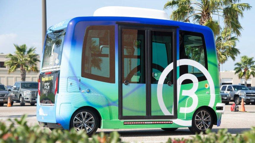 Der EZ10 von Hersteller EasyMile ist einer der am meisten eingesetzten autonom fahrenden Shuttle-Busse weltweit.
