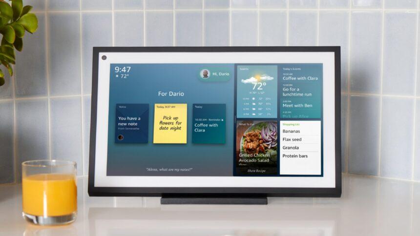 Per optional erhältlichem Ständer soll Echo Show 15 auch auf Sideboards oder Küchentheken Platz finden.