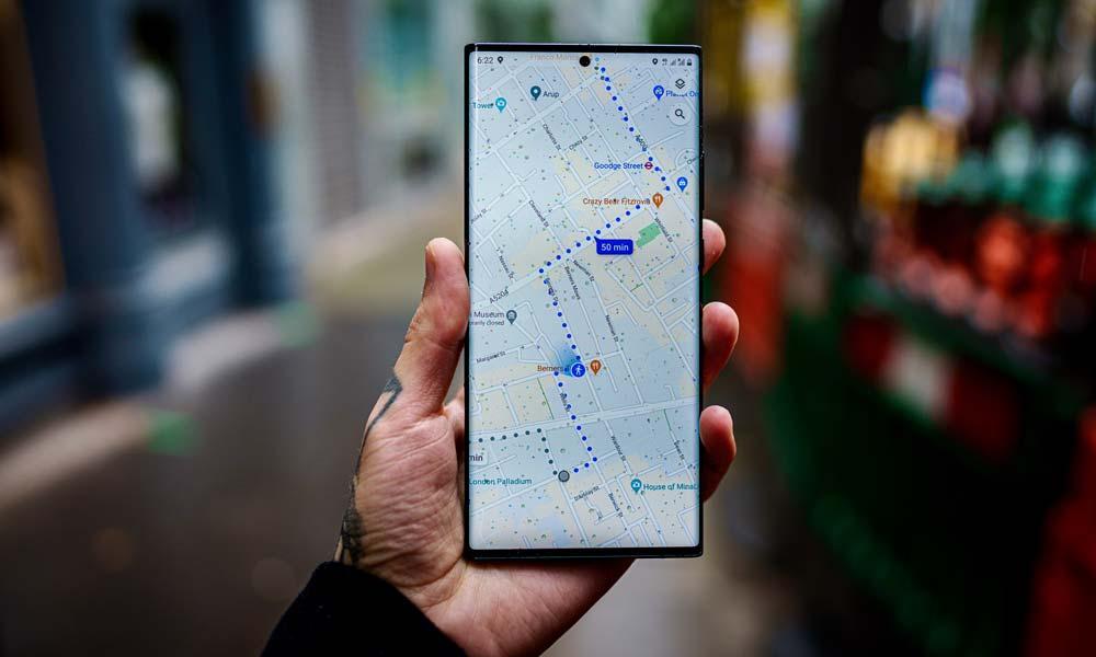 Eine Google-Maps-Karte auf einem Smartphone-Bildschirm mit der erwarteten Ankunftszeit