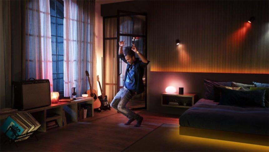 Mit der Synchronisation von Philips Hue Leuchtmitteln und Spotify lässt sich ein rhythmisches Ambiente im Smart Home schaffen.