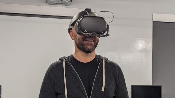Bosworth_mit_Next_Gen_VR_Prototyp