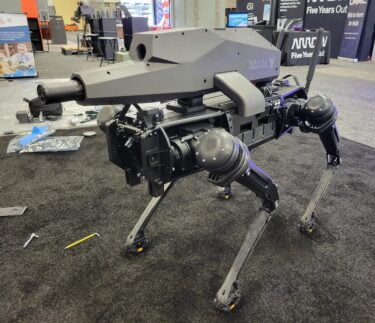"""Ghost Robotics """"Kriegshund"""": Ein Gewehr auf vier Beinen ist das kleinste Problem"""