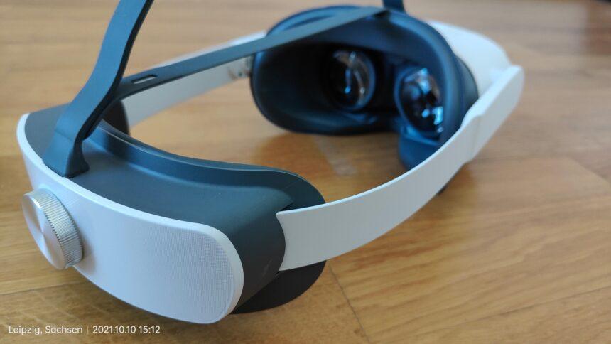 VR-Brille Pico Neo 3 Pro von hinten, Blick auf Akku, Kopfhalterung