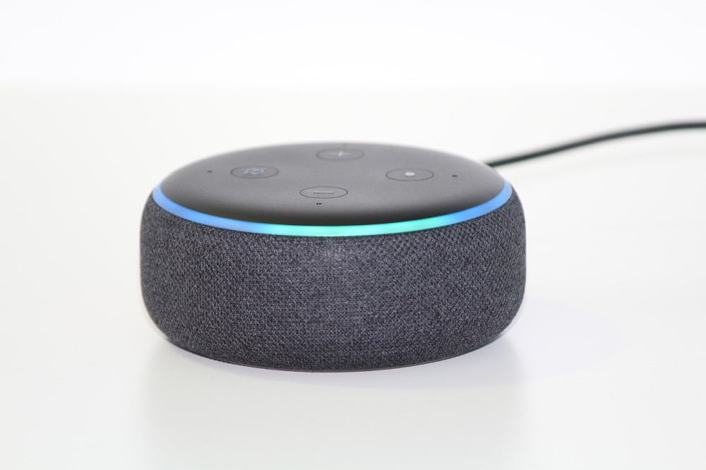 Der smarte Lautsprecher Amazon Echo Dot in der dritten Generation.