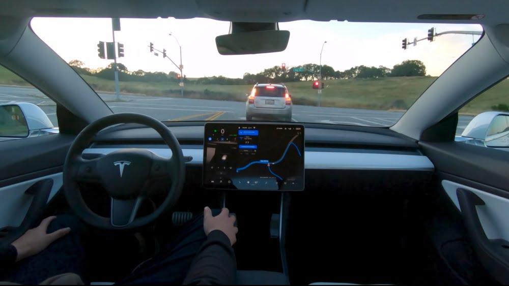 "Tesla vermarktet sein teilautomatisiertes Fahrsystem als ""Autopilot""."